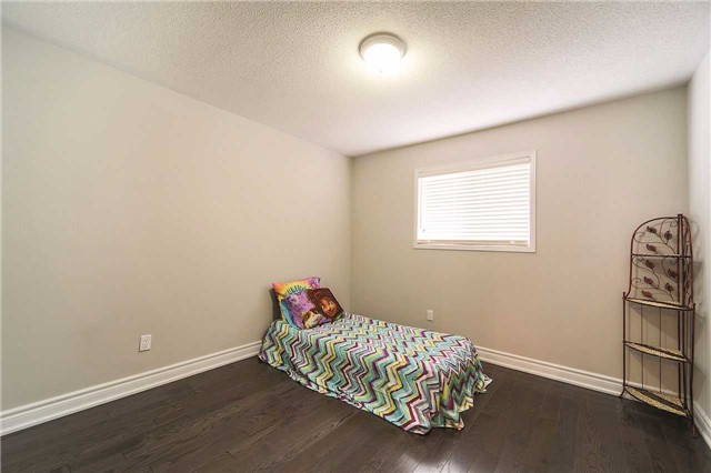 Detached at 63 Jays  Dr, Whitby, Ontario. Image 6