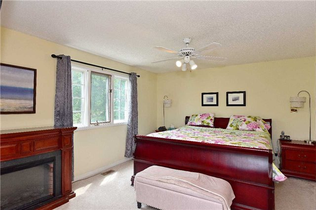 Detached at 1943 Fairport Rd, Pickering, Ontario. Image 3