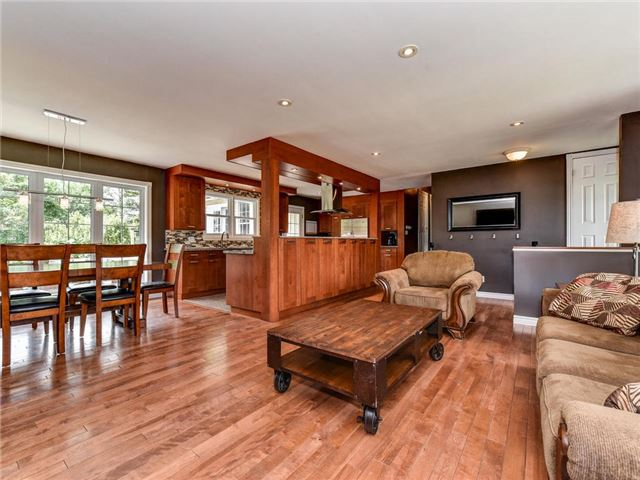 Detached at 902 Henry St, Whitby, Ontario. Image 14