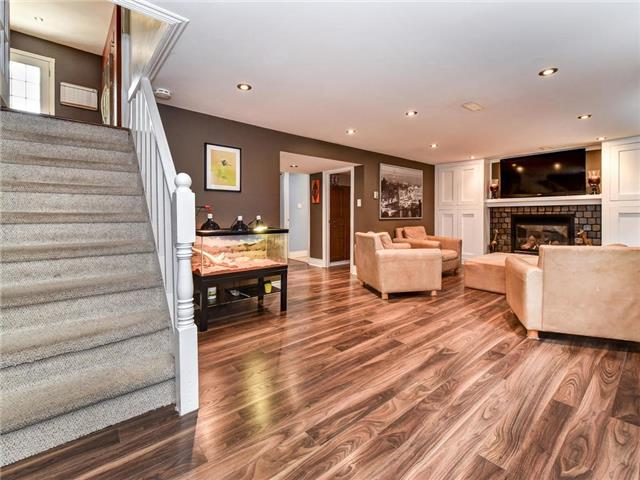 Detached at 902 Henry St, Whitby, Ontario. Image 5