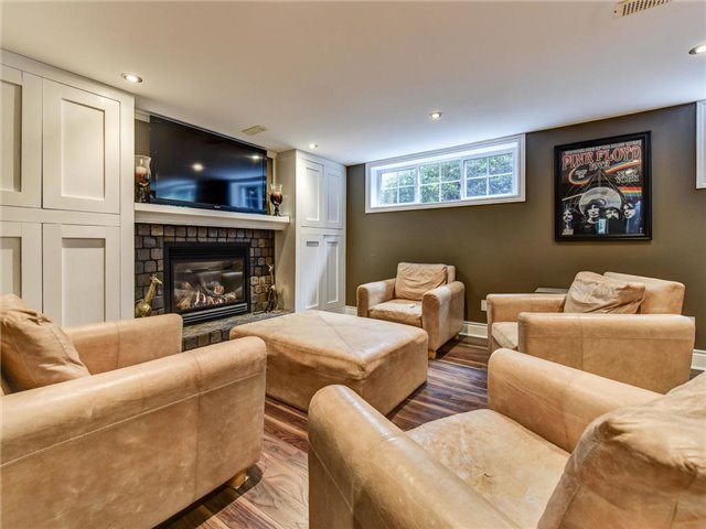 Detached at 902 Henry St, Whitby, Ontario. Image 6