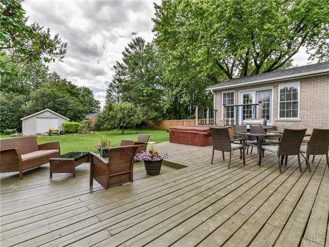 Detached at 902 Henry St, Whitby, Ontario. Image 13