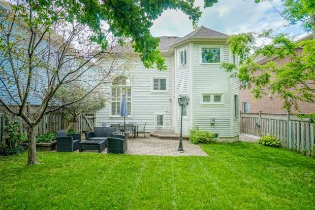 Detached at 10 Zachary Pl, Whitby, Ontario. Image 14