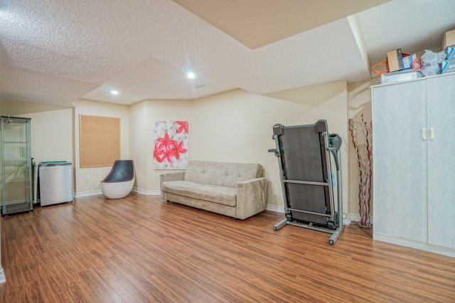 Detached at 10 Zachary Pl, Whitby, Ontario. Image 4