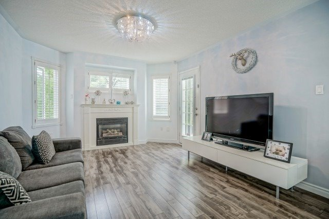 Detached at 10 Zachary Pl, Whitby, Ontario. Image 5