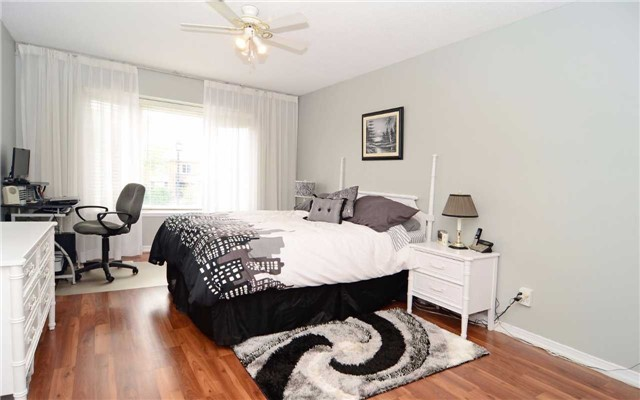 Detached at 1109 Maple Gate Rd, Pickering, Ontario. Image 3