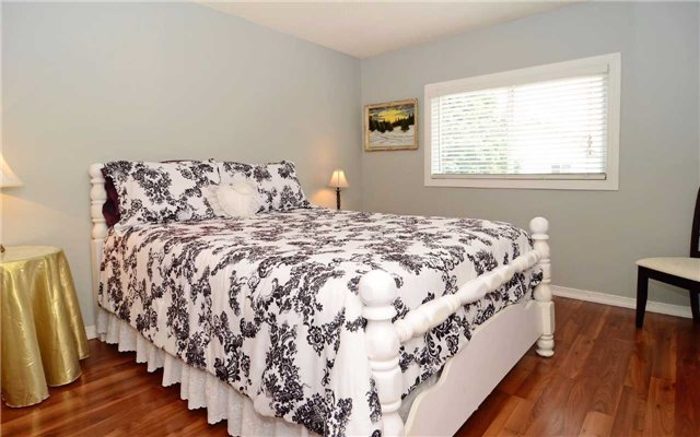 Detached at 1109 Maple Gate Rd, Pickering, Ontario. Image 4