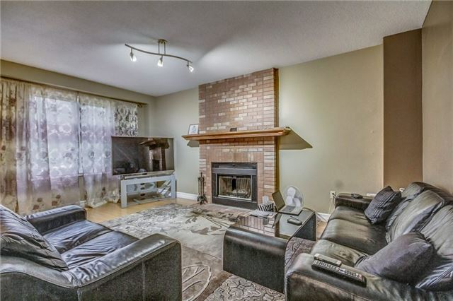 Detached at 1589 Dellbrook Ave, Pickering, Ontario. Image 15