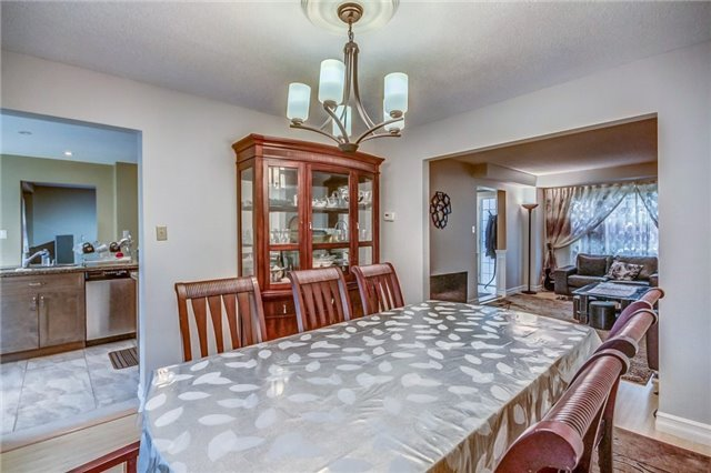 Detached at 1589 Dellbrook Ave, Pickering, Ontario. Image 16