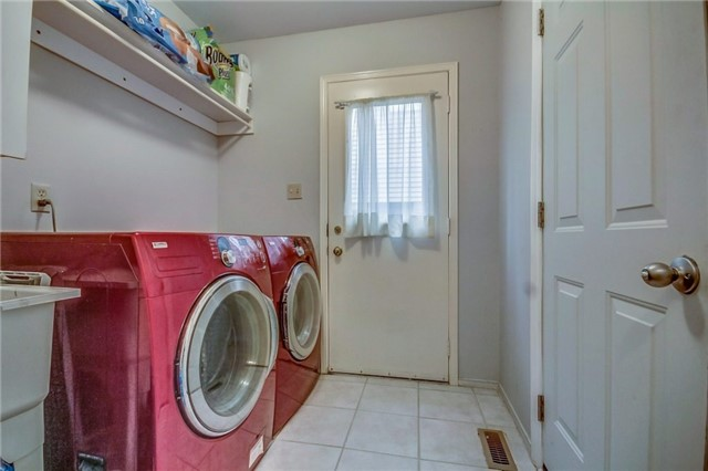 Detached at 1589 Dellbrook Ave, Pickering, Ontario. Image 13