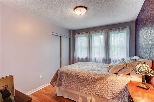 Detached at 1 Thames Dr, Whitby, Ontario. Image 4