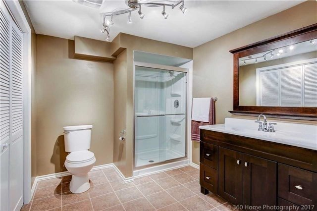 Detached at 1 Thames Dr, Whitby, Ontario. Image 8