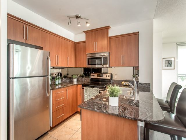 Condo Apartment at 6  Rosebank  Dr, Unit 8E, Toronto, Ontario. Image 2