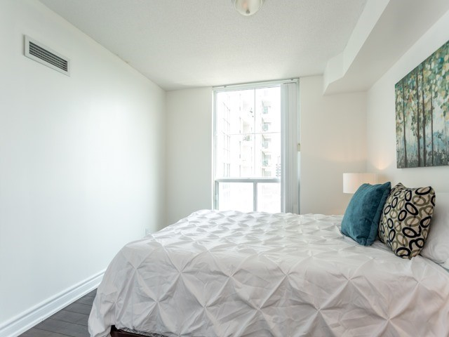 Condo Apartment at 6  Rosebank  Dr, Unit 8E, Toronto, Ontario. Image 5