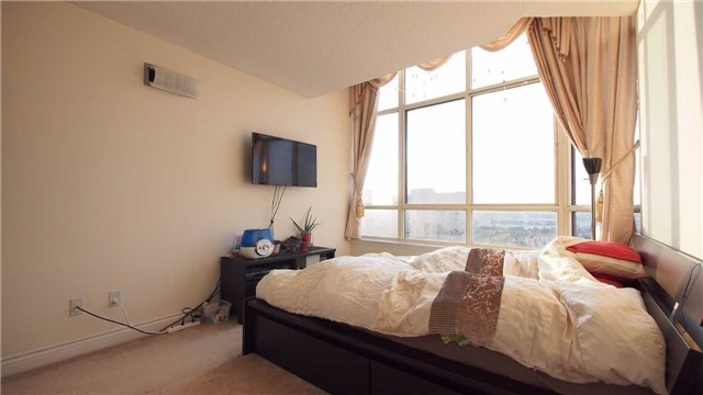 Condo Apartment at 275 Bamburgh Circ, Unit Ph12, Toronto, Ontario. Image 3