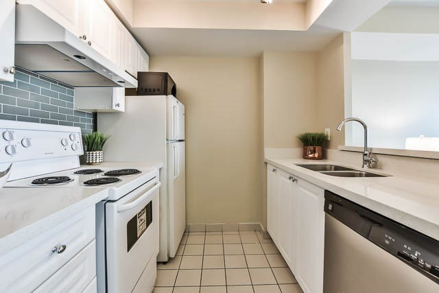 Condo Apartment at 18 Lee Centre Dr, Unit 501, Toronto, Ontario. Image 16