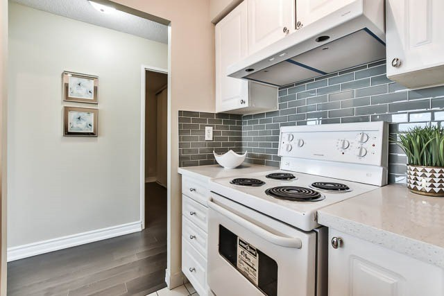 Condo Apartment at 18 Lee Centre Dr, Unit 501, Toronto, Ontario. Image 17