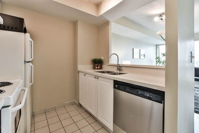 Condo Apartment at 18 Lee Centre Dr, Unit 501, Toronto, Ontario. Image 18