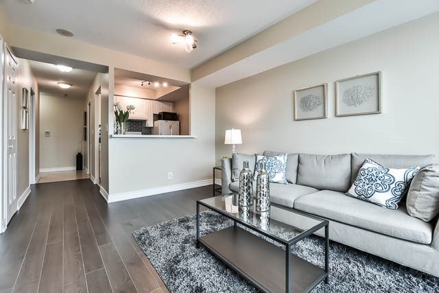 Condo Apartment at 18 Lee Centre Dr, Unit 501, Toronto, Ontario. Image 2