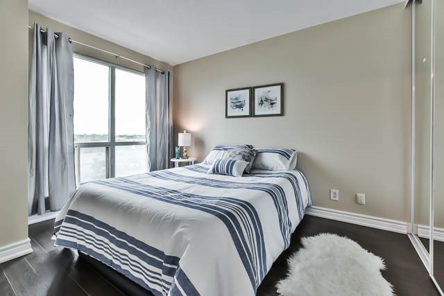 Condo Apartment at 18 Lee Centre Dr, Unit 501, Toronto, Ontario. Image 4