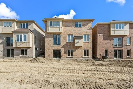 Detached at 18 Ainley Rd, Ajax, Ontario. Image 13