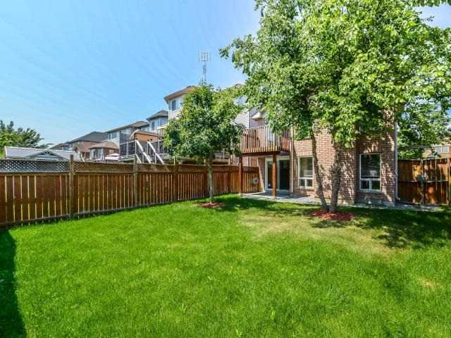 Detached at 66 Shenandoah Dr, Whitby, Ontario. Image 13