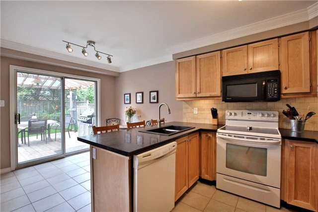 Detached at 12 Poolton Cres, Clarington, Ontario. Image 3