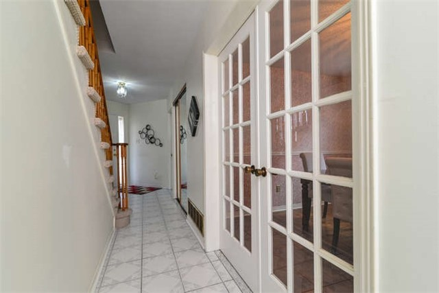Detached at 6 Coughlen St, Ajax, Ontario. Image 16