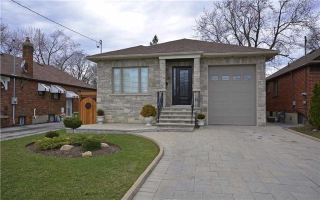 Detached at 22 Innisdale Dr, Toronto, Ontario. Image 1