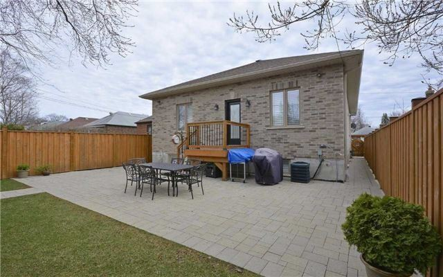 Detached at 22 Innisdale Dr, Toronto, Ontario. Image 13