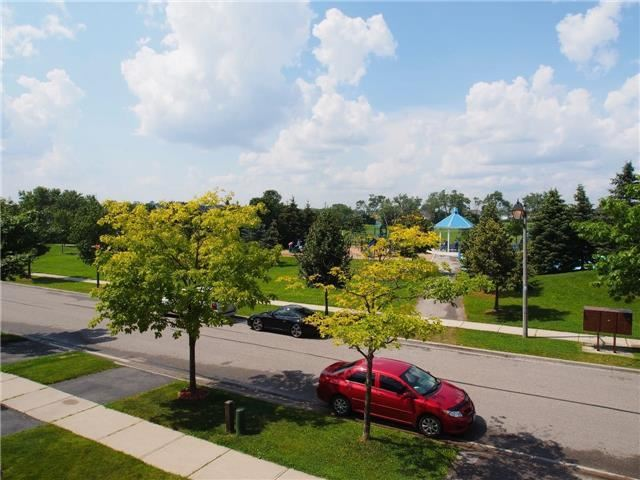 Detached at 37 Portage Tr, Whitby, Ontario. Image 10