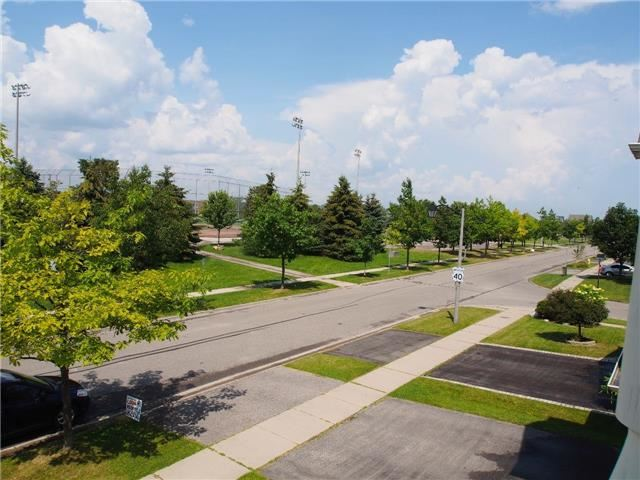 Detached at 37 Portage Tr, Whitby, Ontario. Image 11