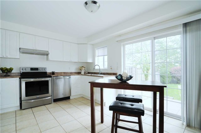 Townhouse at 22 Haverhill Cres, Whitby, Ontario. Image 15