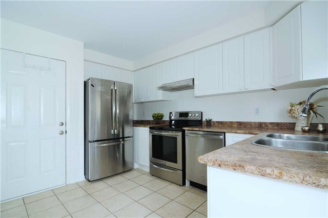 Townhouse at 22 Haverhill Cres, Whitby, Ontario. Image 17
