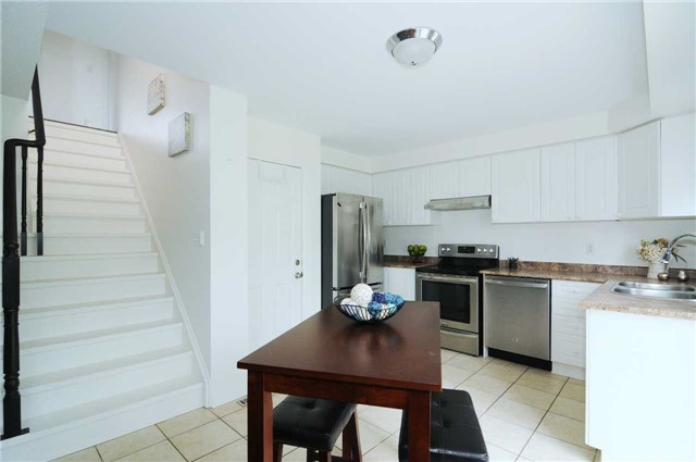 Townhouse at 22 Haverhill Cres, Whitby, Ontario. Image 18