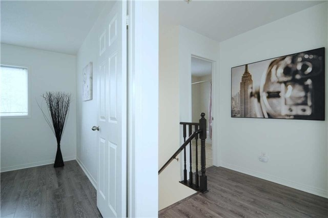 Townhouse at 22 Haverhill Cres, Whitby, Ontario. Image 2