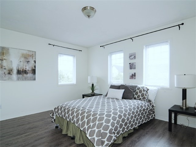Townhouse at 22 Haverhill Cres, Whitby, Ontario. Image 3