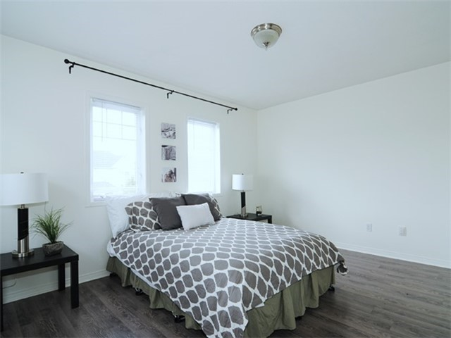 Townhouse at 22 Haverhill Cres, Whitby, Ontario. Image 4