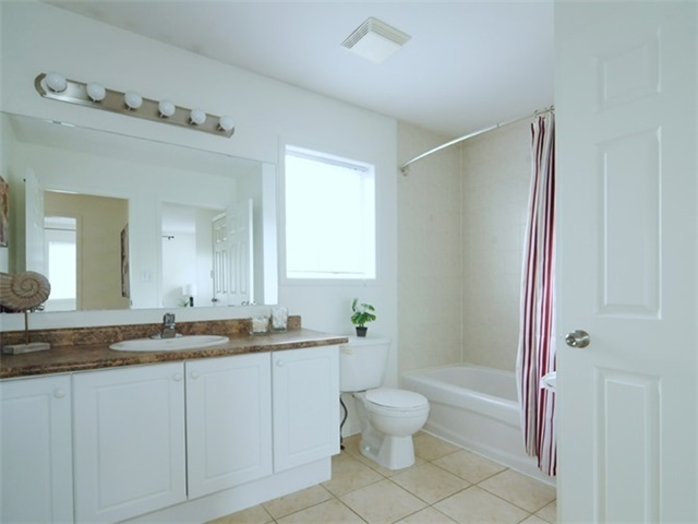 Townhouse at 22 Haverhill Cres, Whitby, Ontario. Image 5