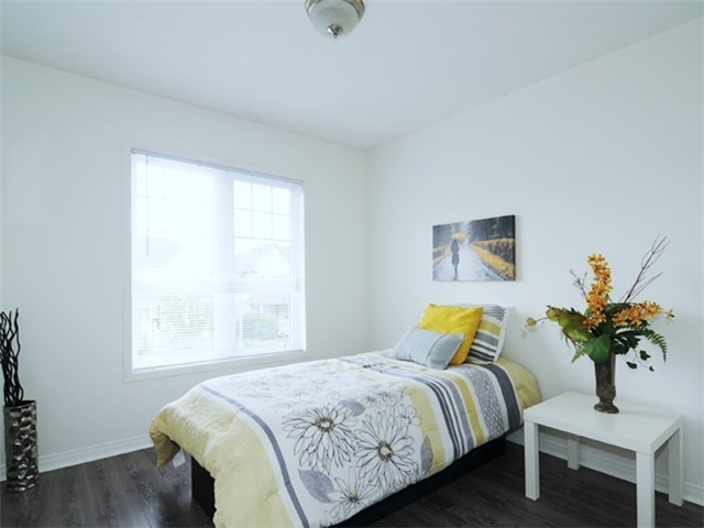 Townhouse at 22 Haverhill Cres, Whitby, Ontario. Image 6
