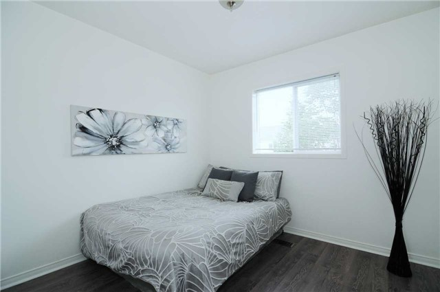 Townhouse at 22 Haverhill Cres, Whitby, Ontario. Image 7