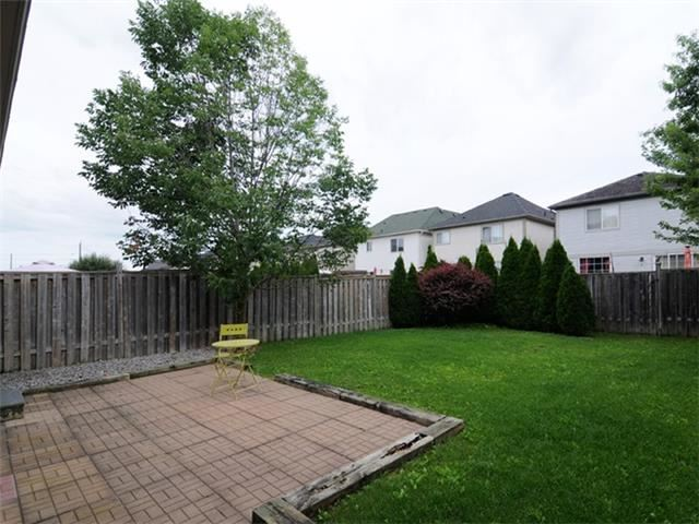 Townhouse at 22 Haverhill Cres, Whitby, Ontario. Image 8