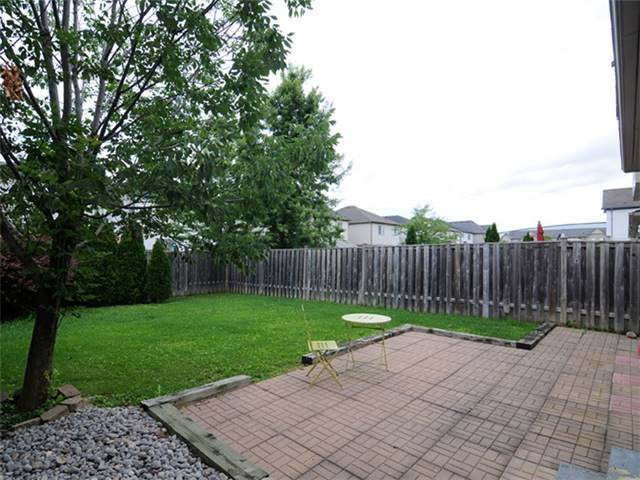 Townhouse at 22 Haverhill Cres, Whitby, Ontario. Image 9