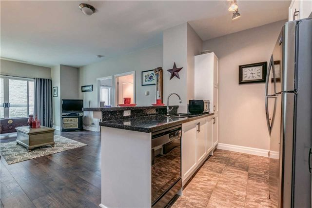 Condo Apartment at 44 Bond St W, Unit 802, Oshawa, Ontario. Image 17