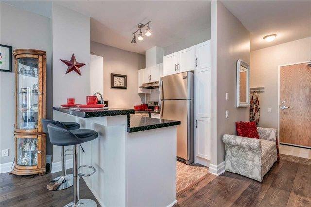 Condo Apartment at 44 Bond St W, Unit 802, Oshawa, Ontario. Image 2