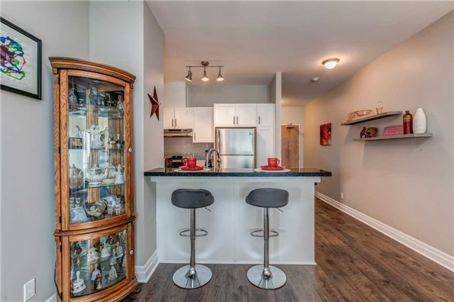 Condo Apartment at 44 Bond St W, Unit 802, Oshawa, Ontario. Image 4