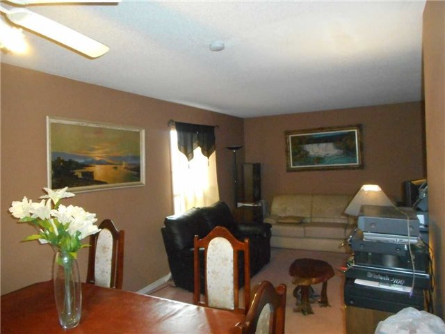 Detached at 1626 Fairfield  Dr, Pickering, Ontario. Image 4