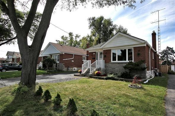 Detached at 920 Kennedy Rd, Toronto, Ontario. Image 1