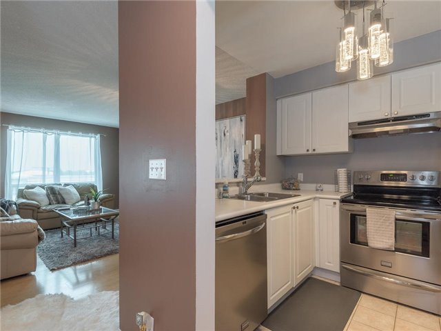 Condo Apartment at 1 Lee Centre Dr, Unit 612, Toronto, Ontario. Image 18