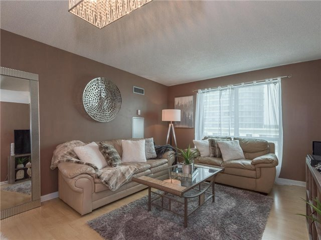 Condo Apartment at 1 Lee Centre Dr, Unit 612, Toronto, Ontario. Image 2